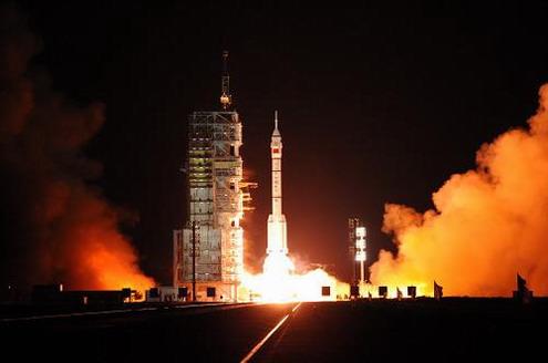 中國「神七」成功發射升空…